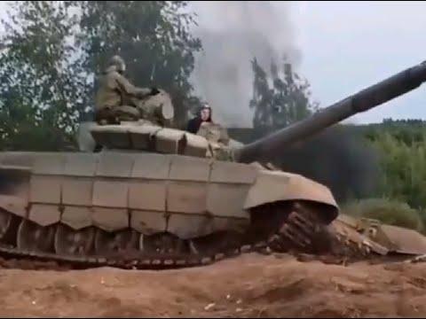 Российский танк Т 72Б3 в ходе выполнения упражнений потерял гусеницу