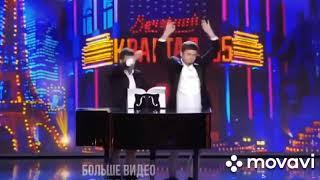 Смотреть видео Как играет на рояле президент России и Украины онлайн