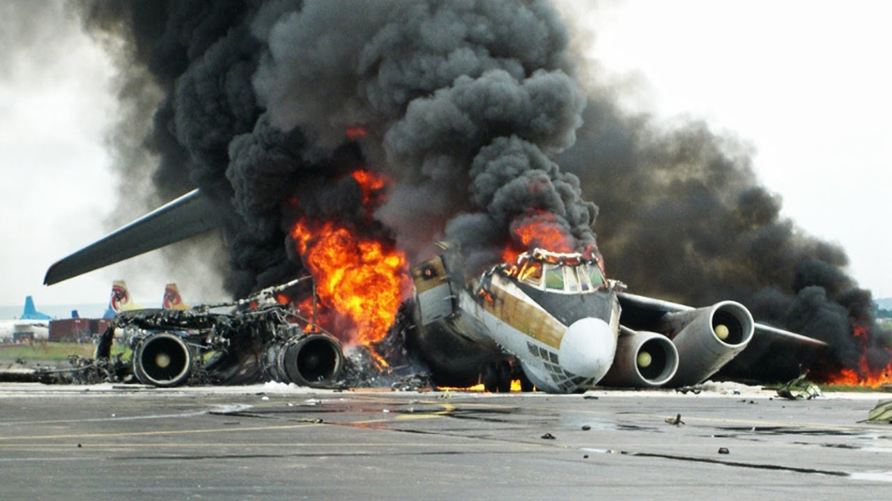 The Most Horrible Plane Crash Accident In The World - YouTube