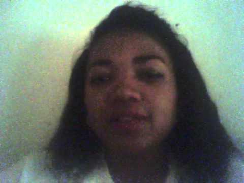 Aynah travaille dans la relation client à Madagascar