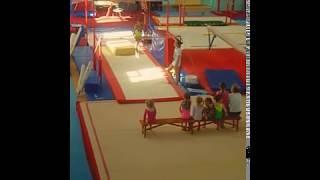 Спортивная гимнастика. 3 юношеский разряд. Моя сестра Катя 6 лет.Перекладина.