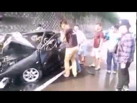 Horrific burning car - A man trapped inside a burning car
