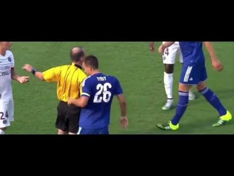Zlatan Ibrahimovic brutally elbowed John Terry PSG vs Chelsea 2015