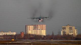 Ан-12 с открытым грузолюком / с открытой рампой