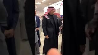 بالفيديو.. طفل يستوقف أمير حائل للسلام عليه.. والأخير يقدم له هدية