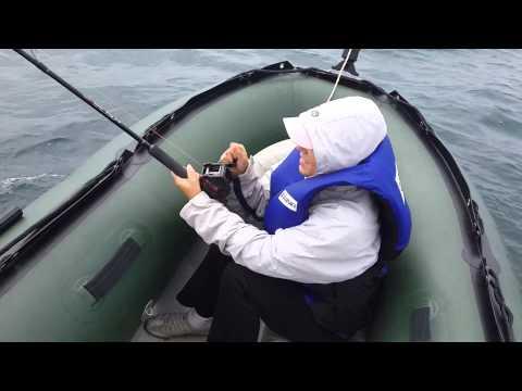 Амурский залив. Катя ловит камбалу