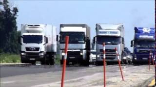 Трасса М4 Краснодар - Кореновск, Дальнобойщики закрывают обочину.