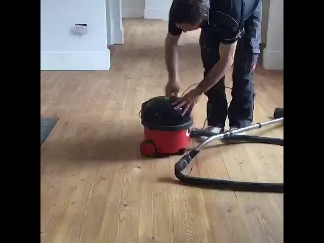 How to smooth a wooden floor