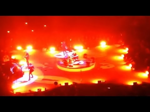 """Metallica cover Oasis """"Don't Look Back In Anger"""" at Manchester, UK sing-along with crowd.."""