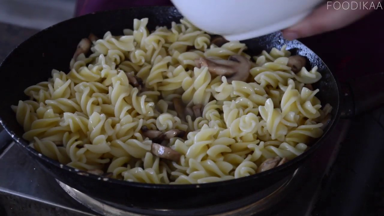 Following Jamie Oliver Cookbook 5 Ingredient Garlic Mushroom Pasta Youtube
