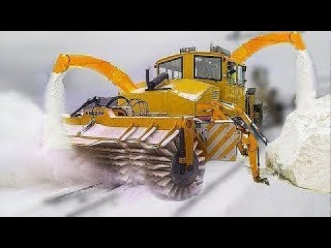 Intelligent Technology Modern Powerful Blower Plow Through Deep Snow Tractor Grader Bulldozer Truck