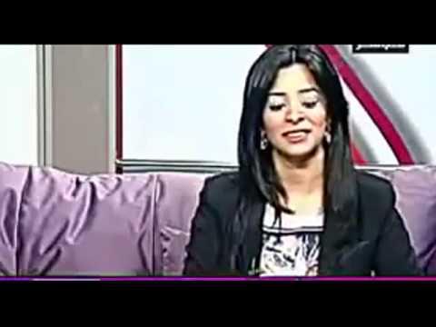 المذيعة تسأله بماذا تتميز المرأة المصرية قالها   كسها الاحمر      وكلام اباحى فضايح