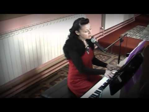 Siobhan Flanagan -- pianist and singer -- Your Song (cover)