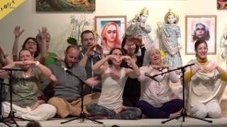 Kind dieser Erde by Ingrid, Wolfgang and the yoga teacher training group for children