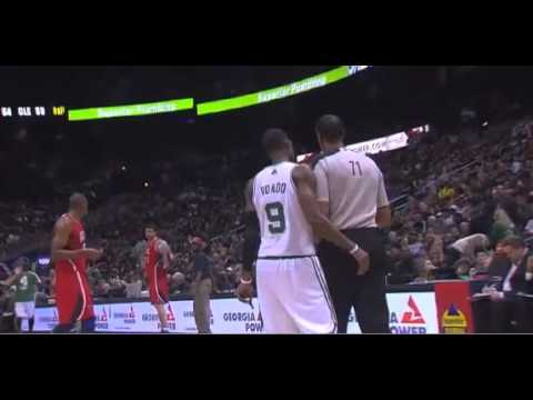 Rajon Rondo suspended for making contact with referee
