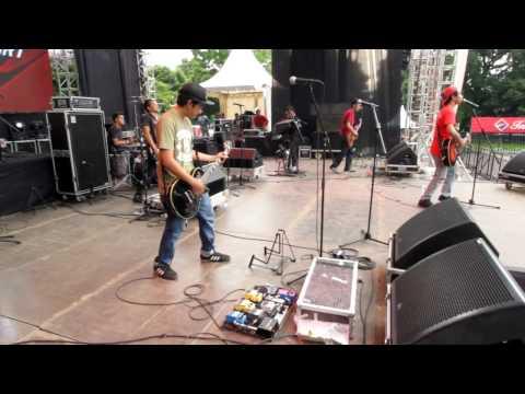 BROKEN ROSE - Sayonara (RIH) live at INTERSPORT FASTLANE Std. Mandala Krida Yogyakarta (15/10/2016)