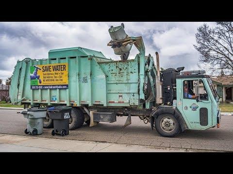 CCC LET2 - Heil Formula 7000 Split-Body Garbage Truck