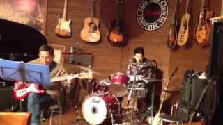 ドラムやってましす 余り上手く無いですが、コメお願いします。(^_-)