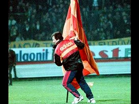 Galatasaray Fans Recreate Iconic Graeme Souness Flag-planting With Stunning Choreography