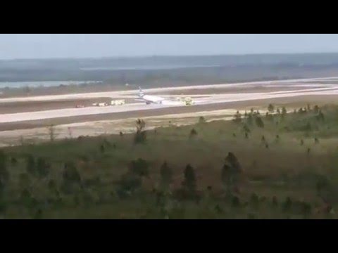 Jetblue Flight 29 Nassau Bahamas - No Front Landing Gear