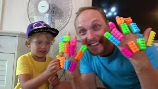 (ليف) وأبي تظاهرا بلعب (ليغو) LEGO stuck
