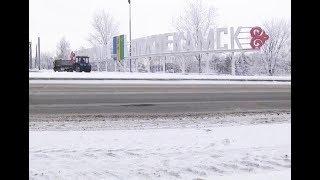 Коммунальщики обещают залатать яму на Соболековской трассе холодным асфальтом
