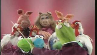 "The Muppet Show: Kermit, Miss Piggy, The Muppet Glee Club - ""Temptation"""