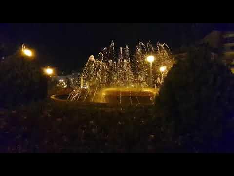 La fuente de la Alameda, funcionando pese a las fuertes lluvias
