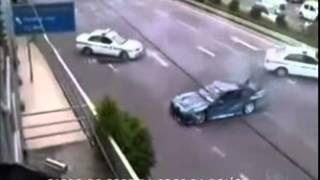 Veja a perseguição cinematográfica entre policiais e um carro de corrida nos EUA