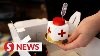 Vaccine cakes served up in Prague cafe