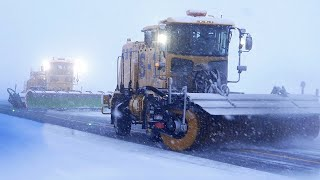 Extreme Airport Snow Plowing ★ ONLY in JAPAN