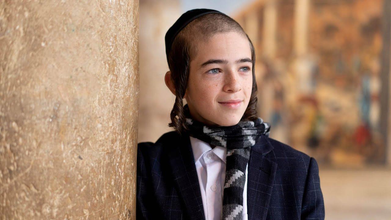 ילד הפלא דודי הרשקופ &  ידידים | מחרוזת יוונים לכבוד חנוכה | צפו