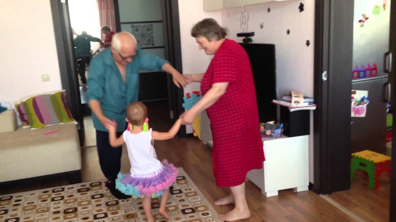 дед пропорол внучку