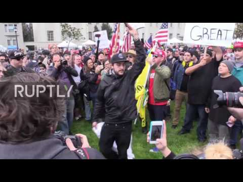 USA: Huge brawl breaks out between pro and Trump protesters in Berkeley