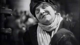 """Yvette Guilbert dans """"L""""Argent"""" de Marcel L'Herbier, 1928 Paris."""
