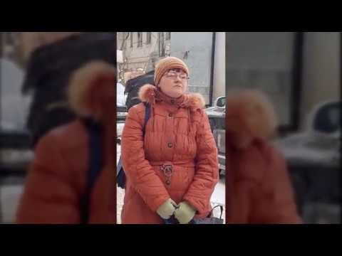 В Воронеже женщина не давала проехать автомобилям