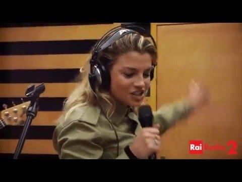 Emma Marrone canta