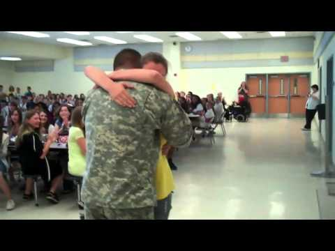 Soldier Coming Home from Iraq Surprises...