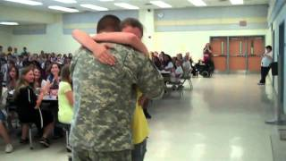 Soldier Coming Home from Iraq Surprises Children at Schools