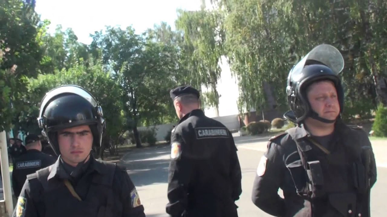 Poliția a intrat în sediul Parlamentului și nu lasă presa să filmeze
