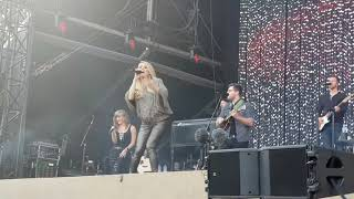 Carrie Underwood Live Love Wins at Tuckerville