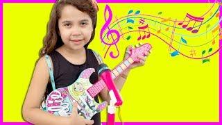 SARAH PLAYS WITH DISNEY PRINCESS TOY GUITAR MAGIC AND STARS A BAND