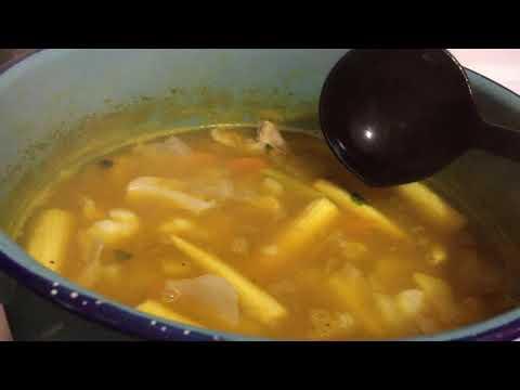 Sopa de vegetales con sabor a pescado