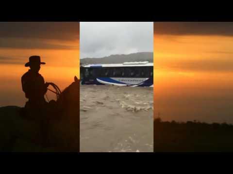 Impresionante Bus atraviesa el Rio Ariporo en Casanare