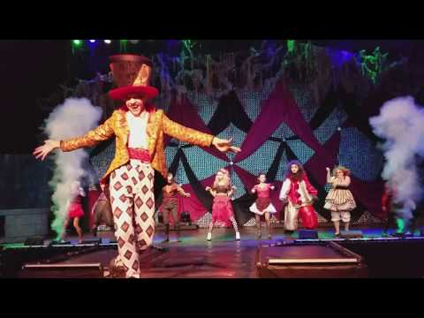 The Ringmaster's Cabaret Front Row Fright Fest Six Flags Great America 9-30-17