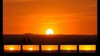 Suasana Manusia Sebelum Matahari Terbit Arah Barat