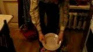 Петров ломает тарелку
