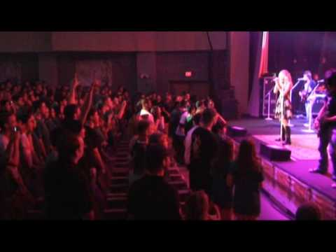 Taylor Swift Wows Virginia High School Students