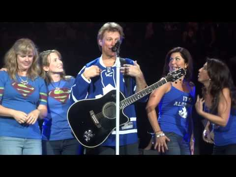 Bon Jovi - Who Says You Can't Go Home (with fans on stage) - Toronto, Nov 2,2013