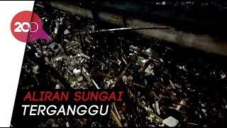 Video Sampah Kali Ciliwung Numpuk di Jembatan Kampung Melayu! download MP3, 3GP, MP4, WEBM, AVI, FLV Maret 2018